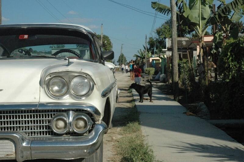 car-1220032_1920