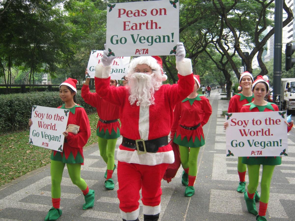 Santa and his Elves Spread Peas on Earth in Manila