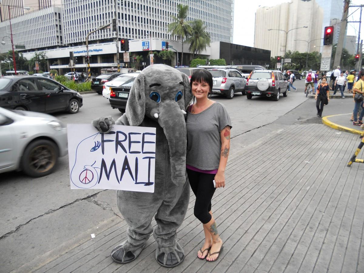 Mali leafleting Manila