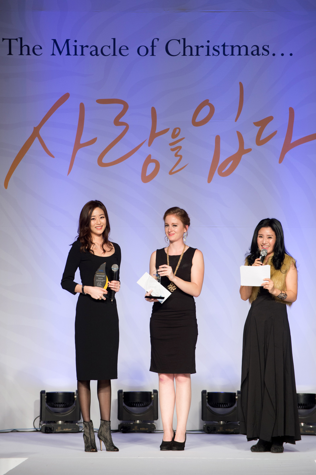 Hyo-jin Kim receives PETA award