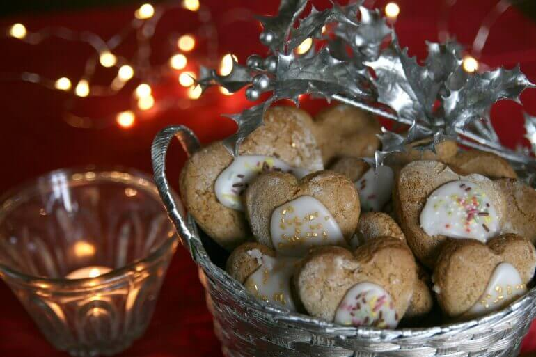 01_Iced-gingerbread-770x513