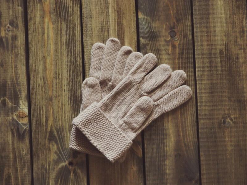 gloves-1268930_1920