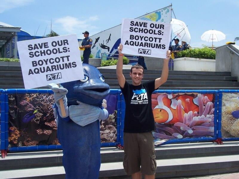 Manila aquarium demo- May 08