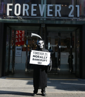 Photos: 'Grim Reaper' Haunts Forever 21 in Seoul, Tells Company Sheep Suffer for Wool
